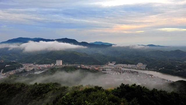 旅游景点:天堂寨,马鬃岭,金刚台,燕子河大峡谷,金寨天马国家级自然