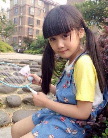 娱乐圈中有一些小童星十分漂亮可爱