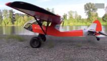 国外制造的越野飞机,河滩上短距离起飞