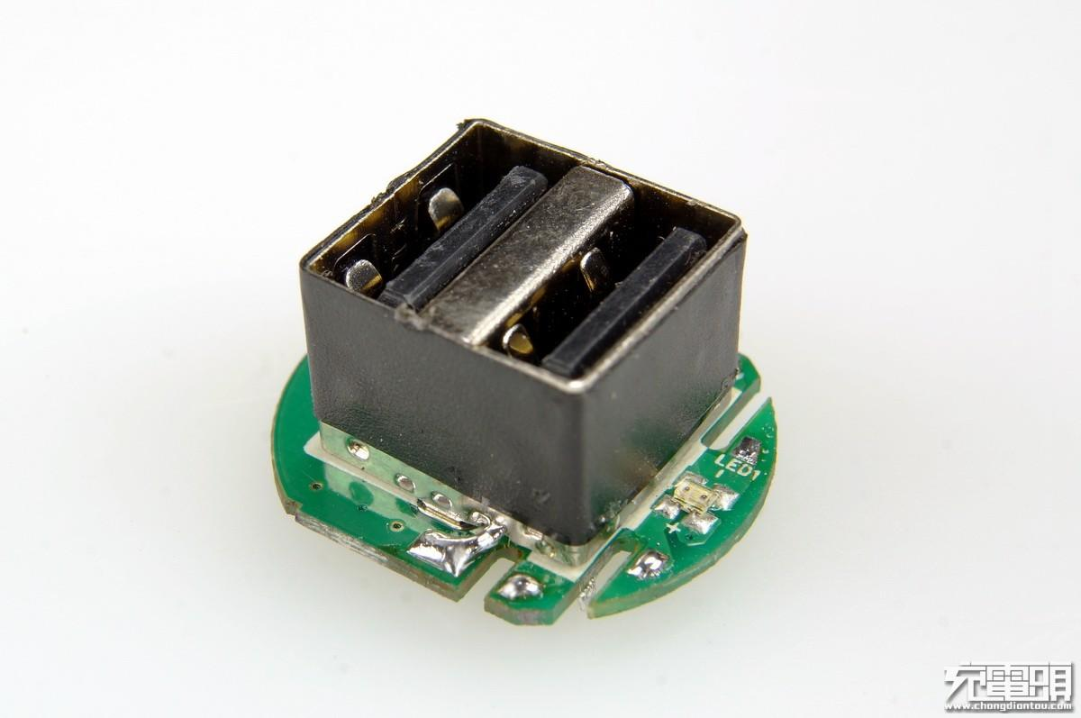 底部小pcb是lm358,负责控制指示灯变色.