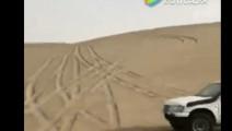实拍沙漠极限挑战,却导致2人受伤!