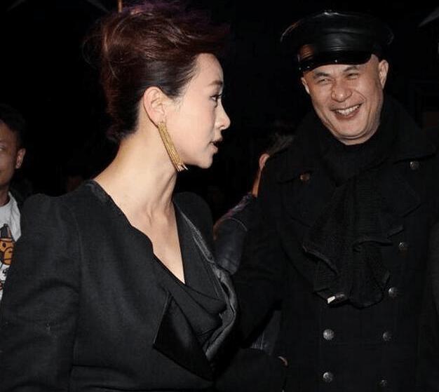 翁虹徐锦江再重逢画风成这样, 网友: 徐哥的眼神好有故事啊图片