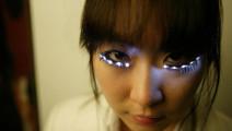 日本奇葩LED眼睫毛,能随音乐闪烁,网友: 闪瞎狗眼!