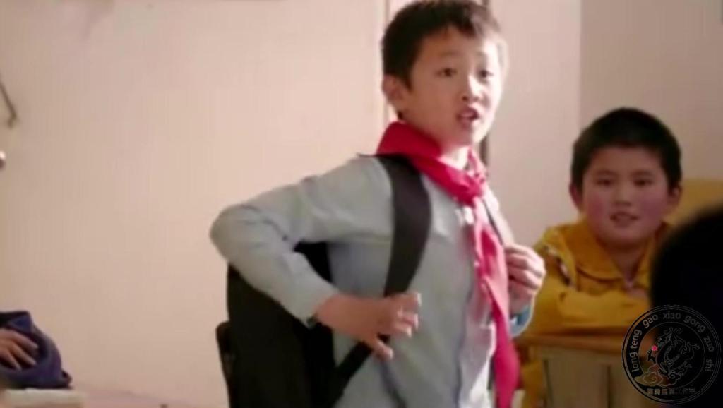 小明为自己的迟到找了个好借口,老师还信了,笑疼我了#搞笑视频##爆笑视频##搞笑集锦
