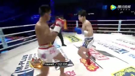 无脑的韩国拳手遭中华小伙白近斌高扫腿踢残,引来医生抢救