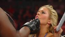"""WWE300磅""""女金刚"""",黑女人卡尔玛回归,贝拉姐妹吓得失魂落魄"""