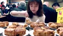 罕见的美食门钉肉饼?她竟一次吃掉30个,一个只用三口!