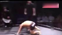 日本拳手最丢脸一次,自己把自己KO,全场观众笑掉大牙!