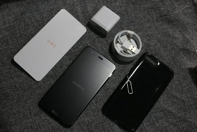 手机主机一台,快充充电器1只,type-c数据线1条,type-c to audio转接线