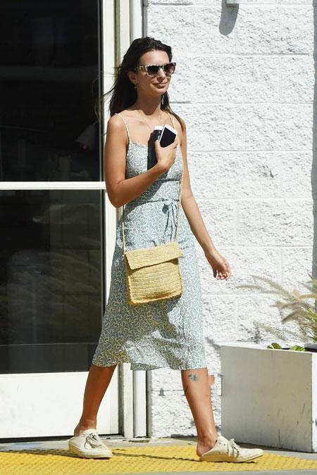 连衣裙和平底鞋的搭配穿出不一样的感觉 7