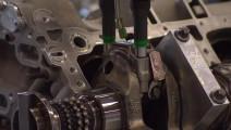 德国奔驰V8发动机生产过程,这技术不得不佩服