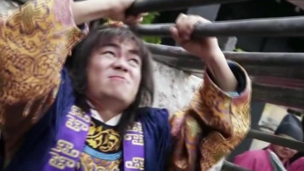 李元霸被王宝强演的太传奇了,徒手撕开铁笼,力气无人能敌