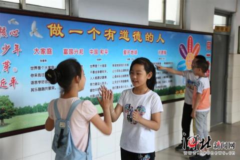 袁林摄 培育学生核心价值观,老师的言传身教至关重要.图片