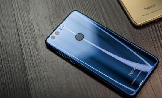 今年智能手机的颜色趋势, 看看荣耀8魅海蓝就知道了