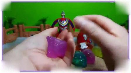 哆啦a梦与海绵宝宝一起学习拆水晶玩具蛋,小公主苏菲亚 比得兔