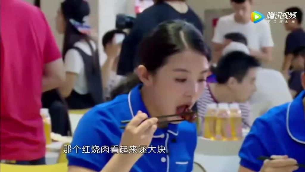 七颜娱乐: 颖宝的反应惊呆众人 赵丽颖跟蔡少芬比身材