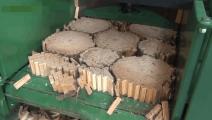这是我见过的效率最高的劈柴机械!一天100吨木头都不够劈