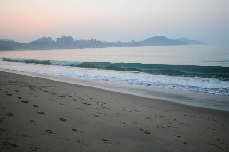 马銮湾,是著名的海滨浴场,比较早开发,有各种各样的海上娱乐设施.