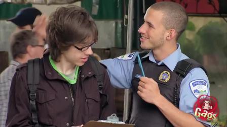 街头恶作剧: 同性恋警察