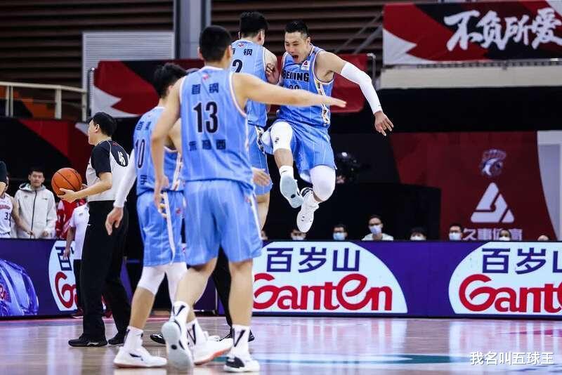 逆转上海男篮后,首钢目前没有完全符合的人,球迷呼吁,除了刘晓宇