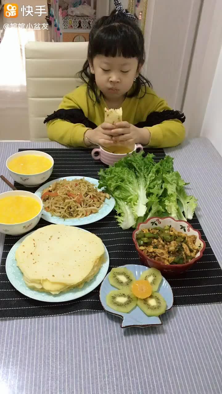 早餐: 南瓜粥烙饼炒豆芽早上好