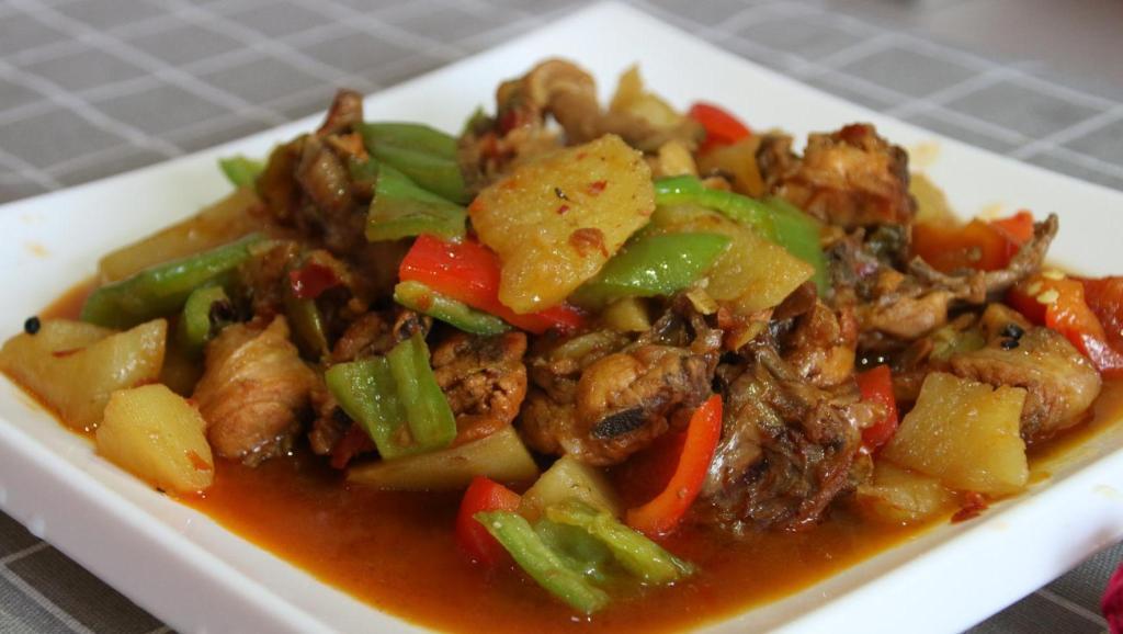 两分钟教会你新疆大盘鸡最好吃的做法,鸡肉爽滑麻辣,上桌就抢光