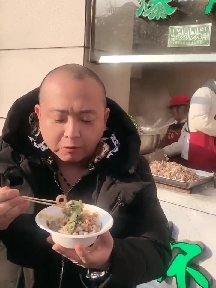 王府井小吃街有好几家卖所谓的老北京爆肚的