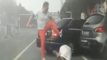 多大仇?男子从车内飞出并被撞断腿,下面的一幕更让人意外