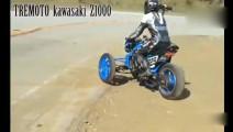 一位老司机发明的摩托车,再弯的道路也不怕翻车了~[并不简单]