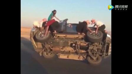 越野车单侧轮胎行走途中拆卸轮胎!简直吊炸天!