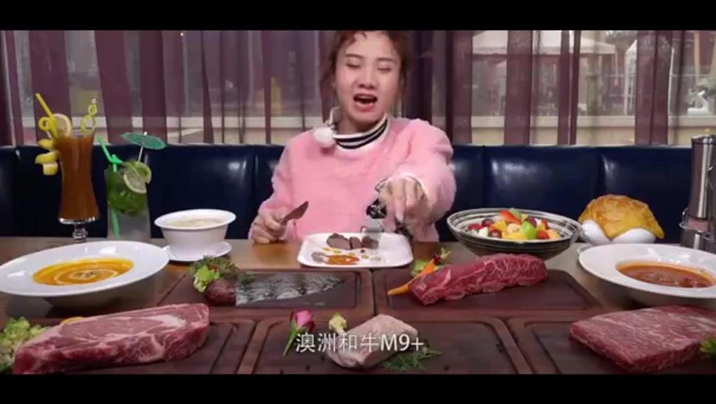 大胃王密子君吃播四斤牛排,总结出来了一套吃牛排入门指南