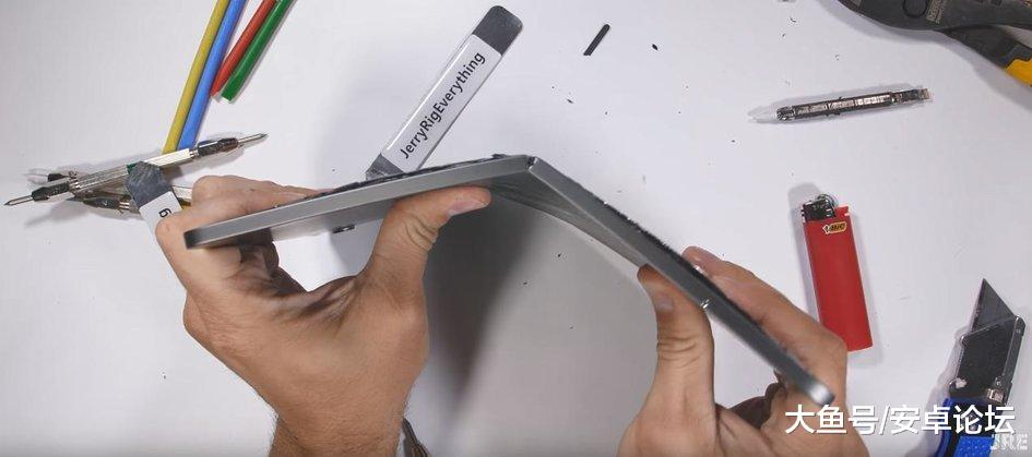 推卸责任? 美用户反馈iPad Pro出现弯曲, 苹果声称这不是缺陷