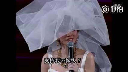 今天是梅艳芳生日,想起她在2003年经典演唱会上,讲到的一段最真诚的话,网上也一直热传,她劝诫人们要珍惜每分每秒,珍惜平淡生活,梅姐一辈子嫁给了音乐和舞台,再来听一遍《夕阳之歌》,真是无限哀思与怀念。