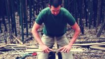 用竹子摩擦取火,绝对是最省力的一种取火方式