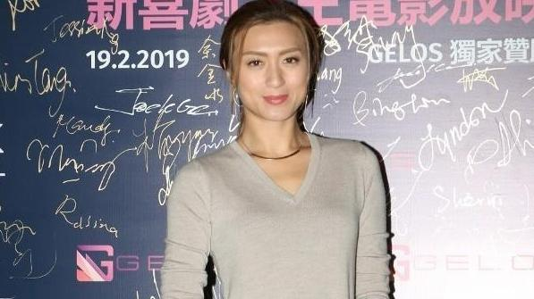 41岁TVB人母担心儿子做情场骗子: 他好会哄人 被儿子迷倒