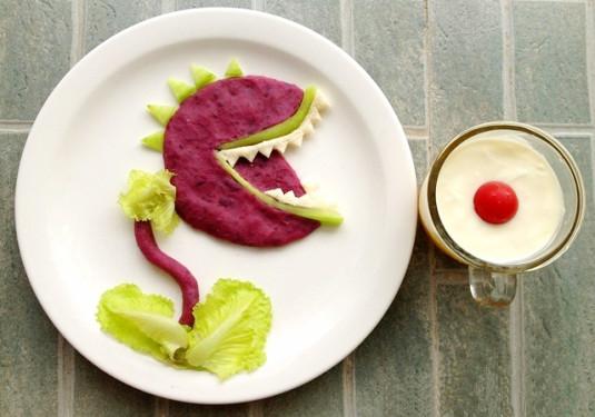 色彩丰富的水果粥,造型可爱的水果拼盘,自制的酸奶,鲜榨果汁,熊猫饭