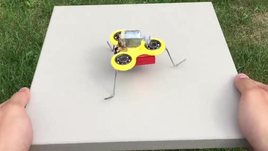 如何制造一个微型飞旋机器人?其实很简单的!