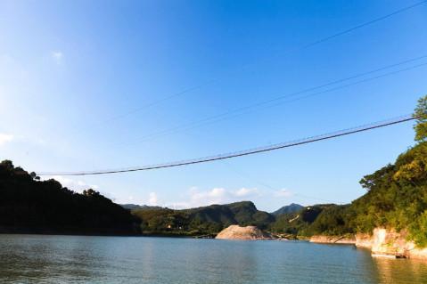 白鹤山庄休闲度假区位于飞云湖上,是早年间泰顺当地人周末玩耍的不二