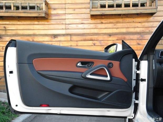 无边框车门是尚酷的一大亮点,也是装x利器,相信不少人被这设计所吸引