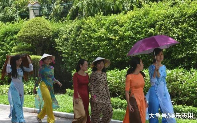 """越南美女旅游中国, 感叹中国什么都好, 就是""""这一点""""难以接受"""