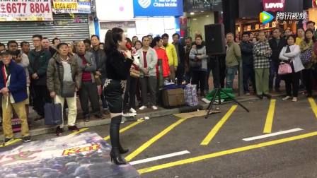 香港旺角街头艺人演唱歌曲《酒干倘賣無》