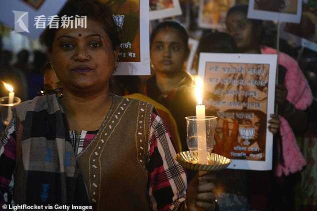 奋力拖拽住袭击者反将他活活烧死 印度女子遭侵犯后被浇油焚烧,