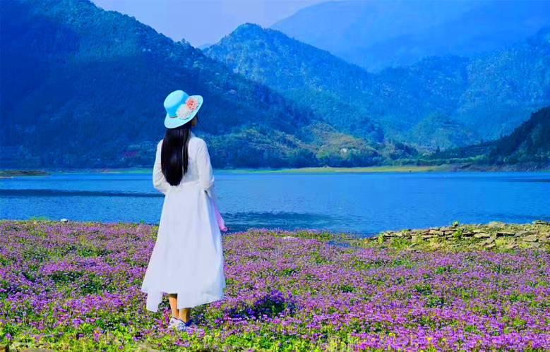"""延伸阅读:婺源惊现""""贝加尔湖""""   """"苍山洱海""""的别样风景 , 游人流连"""