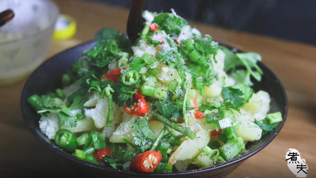 土豆这样吃,给大鱼大肉也不换,比薯片还好吃,春节餐桌新菜品!