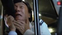 成龙遭僵尸围攻 逼他吃神经药物 这下嗨翻了
