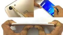印度小伙买了台vivo手机,回家用力划、捶打、掰弯,结果傻眼了