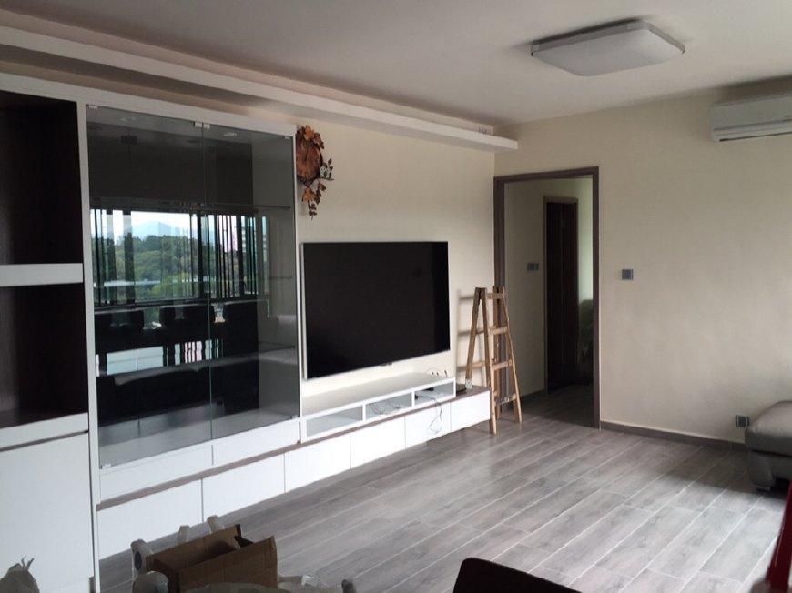 感觉这套房子的装修总算是比较像样了,有大大的客厅,挂式空调.
