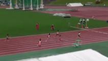 实拍日本小萝莉4X100米决赛开挂 飞一般的跑到终点