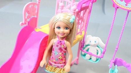 打开 奇趣蛋惊喜蛋2018 芭比娃娃玩具视频 打开 芭比娃娃为自己的头发