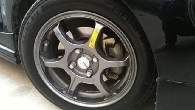 轮胎上的一红一黄2个点非常重要!很多人都没注意到